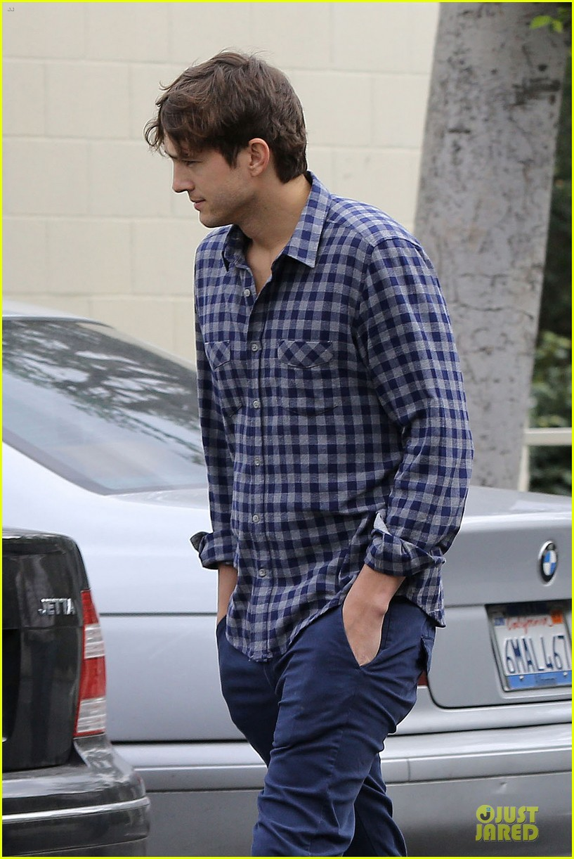 ashton kutcher juvenile swatter charged 042810495
