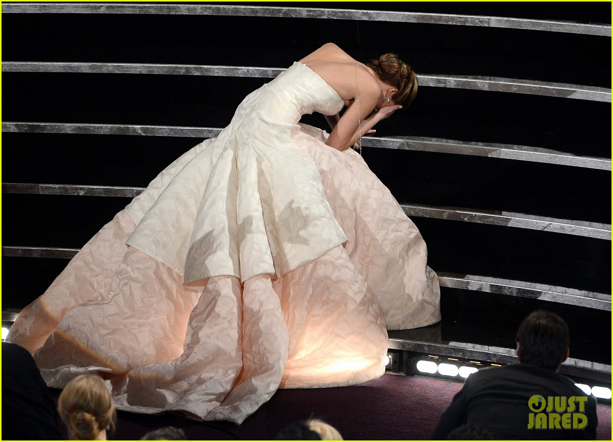jennifer lawrence wins best actress falls on stage 022819854