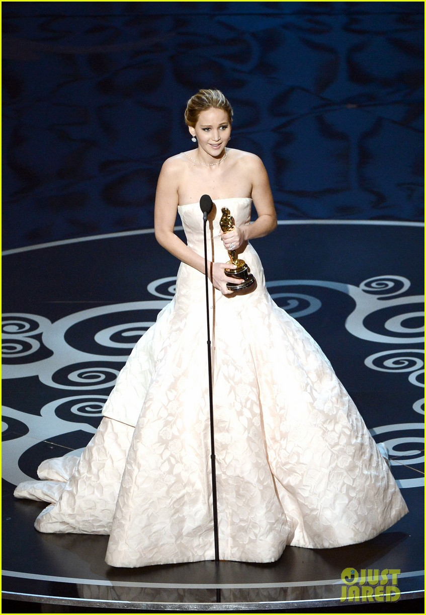 jennifer lawrence wins best actress falls on stage 082819860