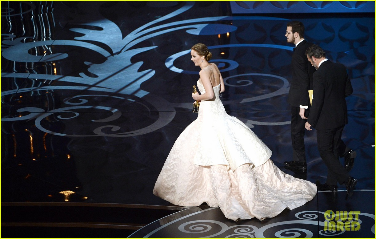 jennifer lawrence wins best actress falls on stage 092819861