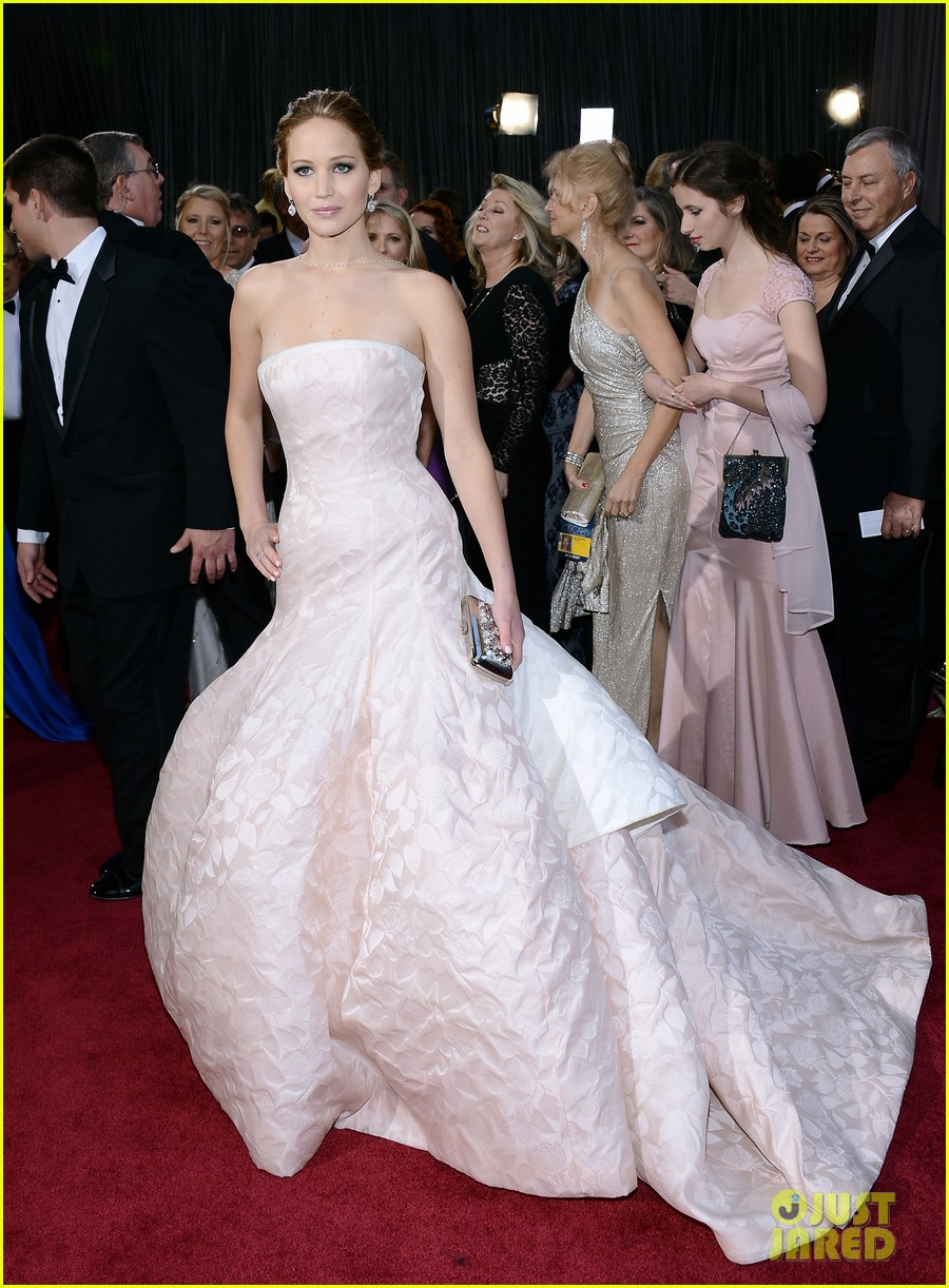 jennifer lawrence wins best actress falls on stage 192819871