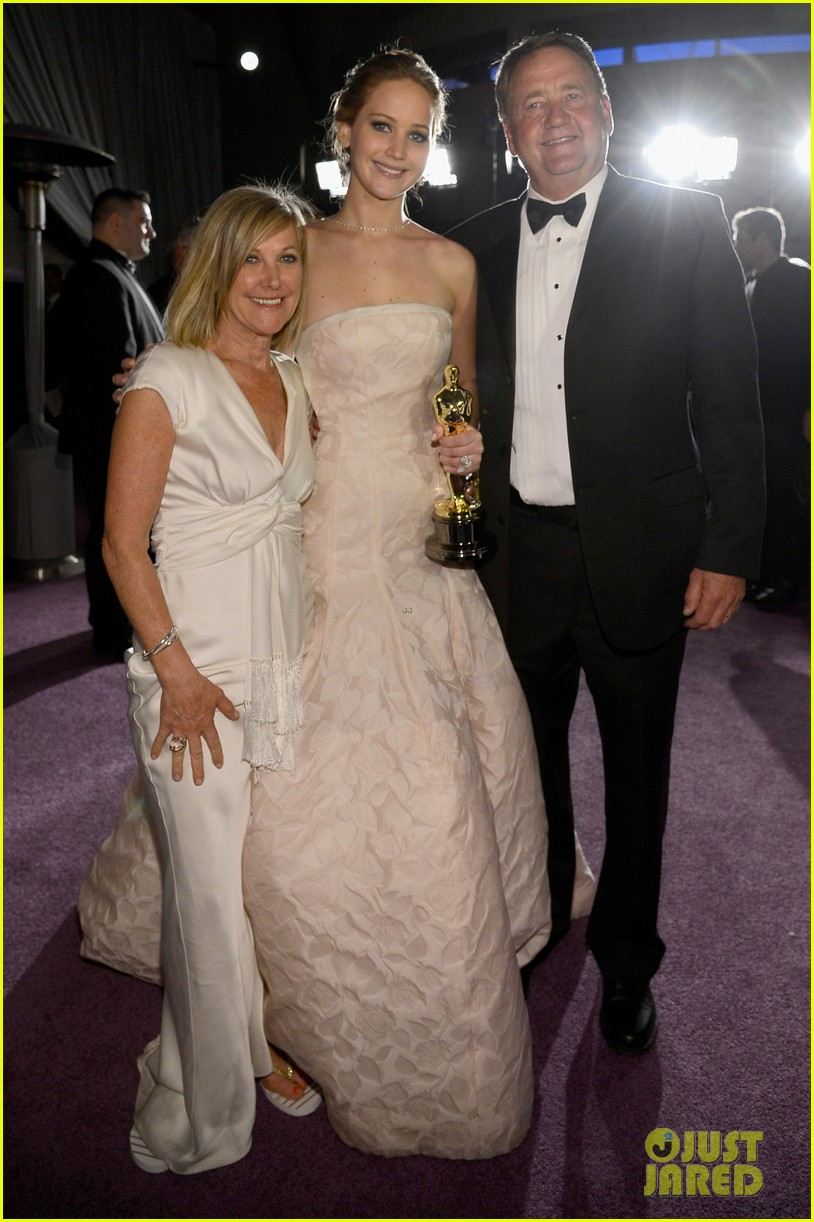 jennifer lawrence mobbed by family post oscars win 022820441