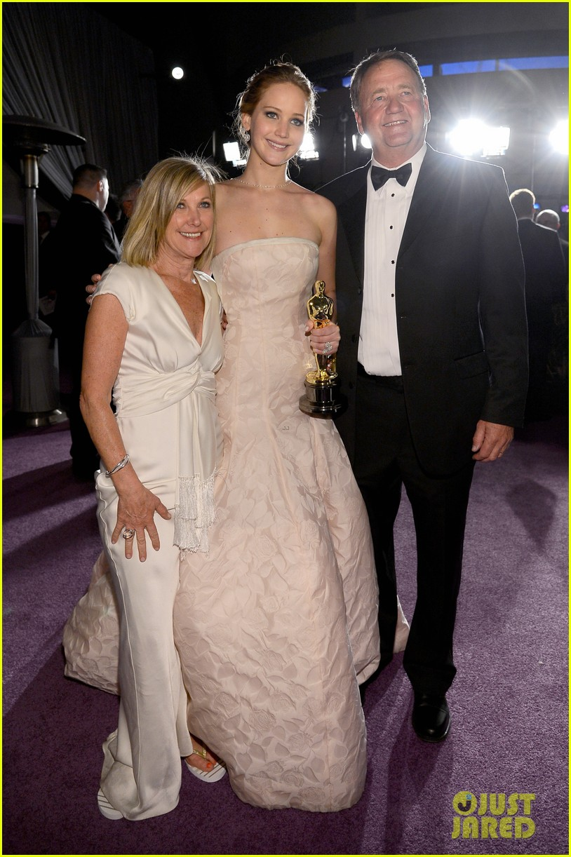 jennifer lawrence mobbed by family post oscars win 042820443