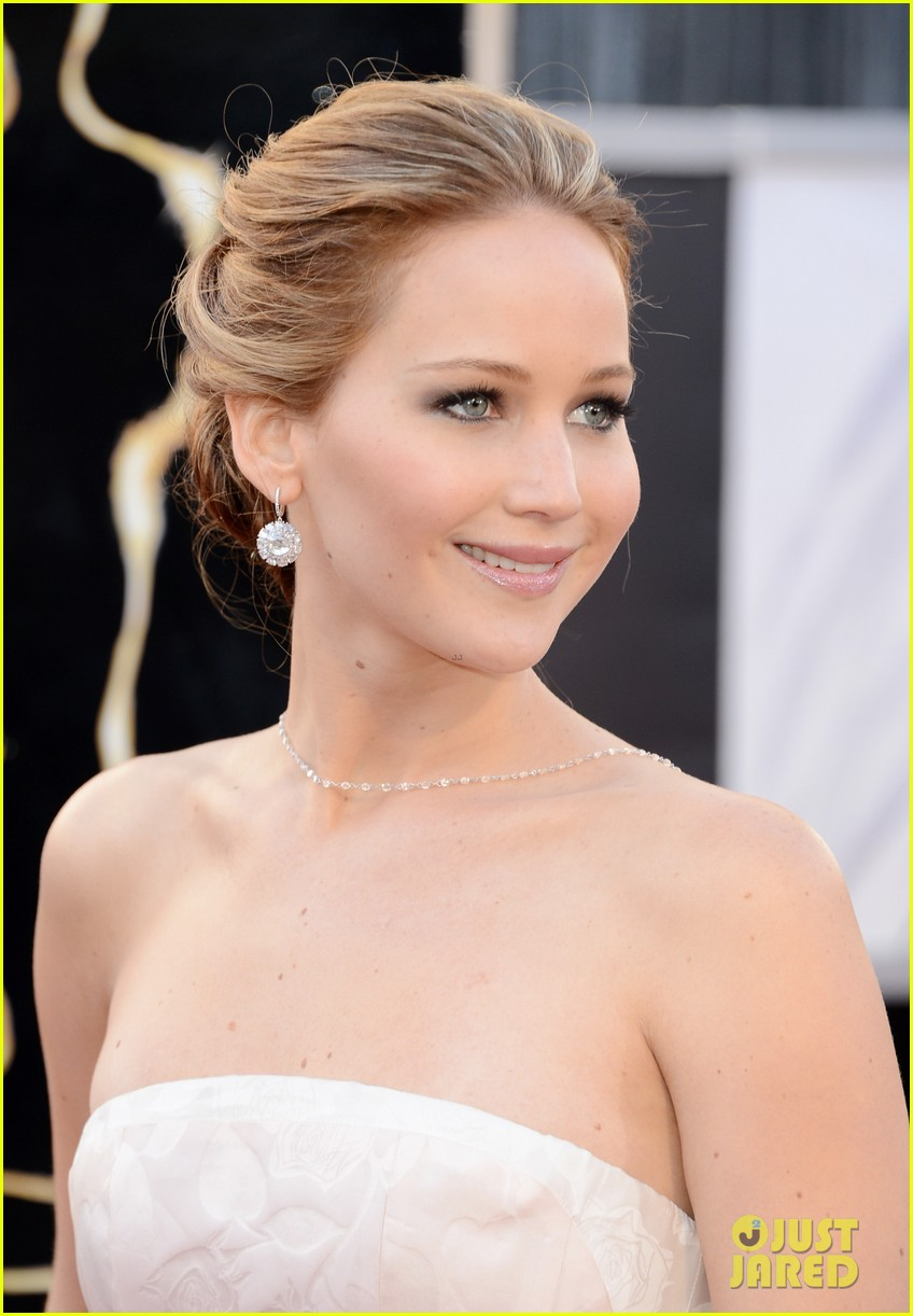 jennifer lawrence oscars 2013 red carpet 02