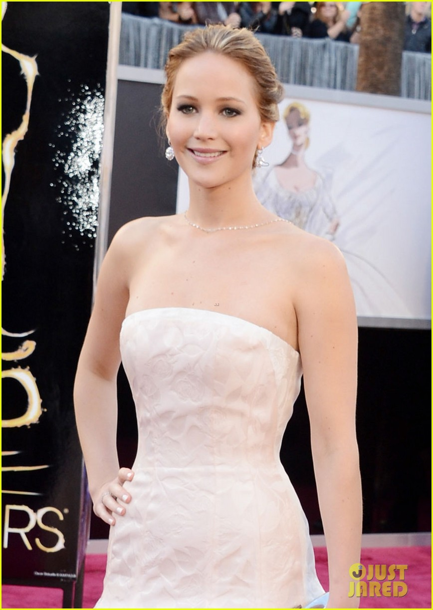 jennifer lawrence oscars 2013 red carpet 04