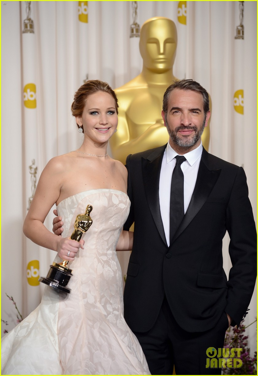 jennifer lawrence oscars press room photos 2013 02