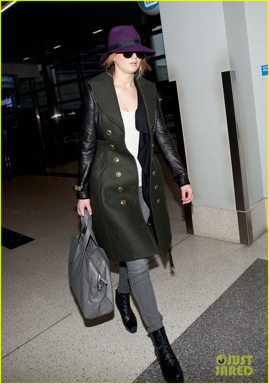 jennifer lawrence takes off to london for baftas 03