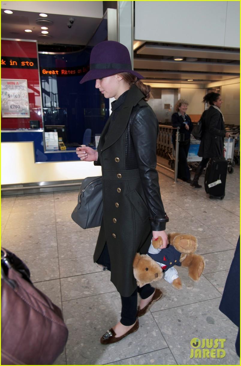 jennifer lawrence teddy bear departure in london 012809987