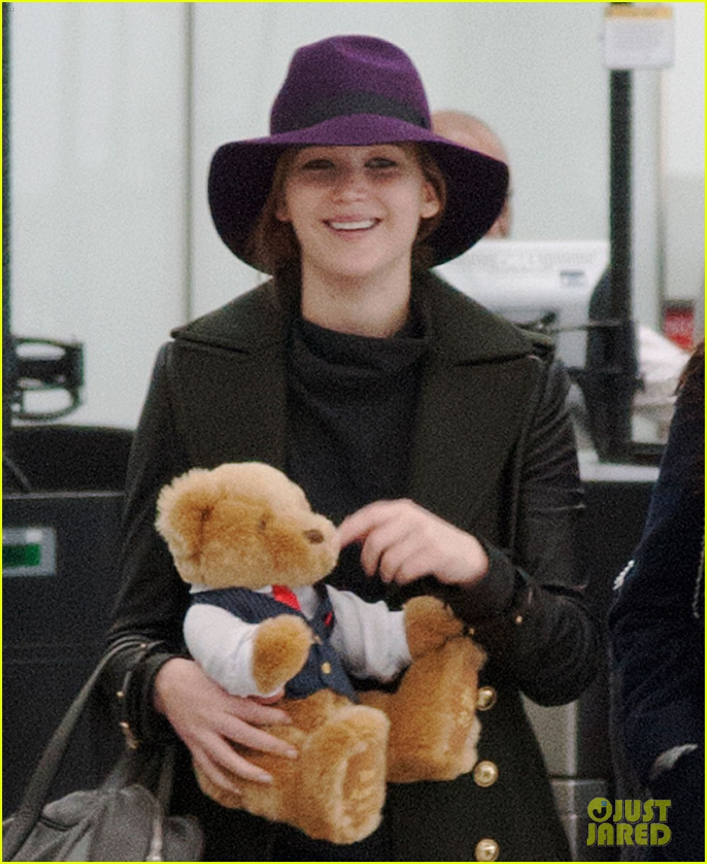 jennifer lawrence teddy bear departure in london 022809988