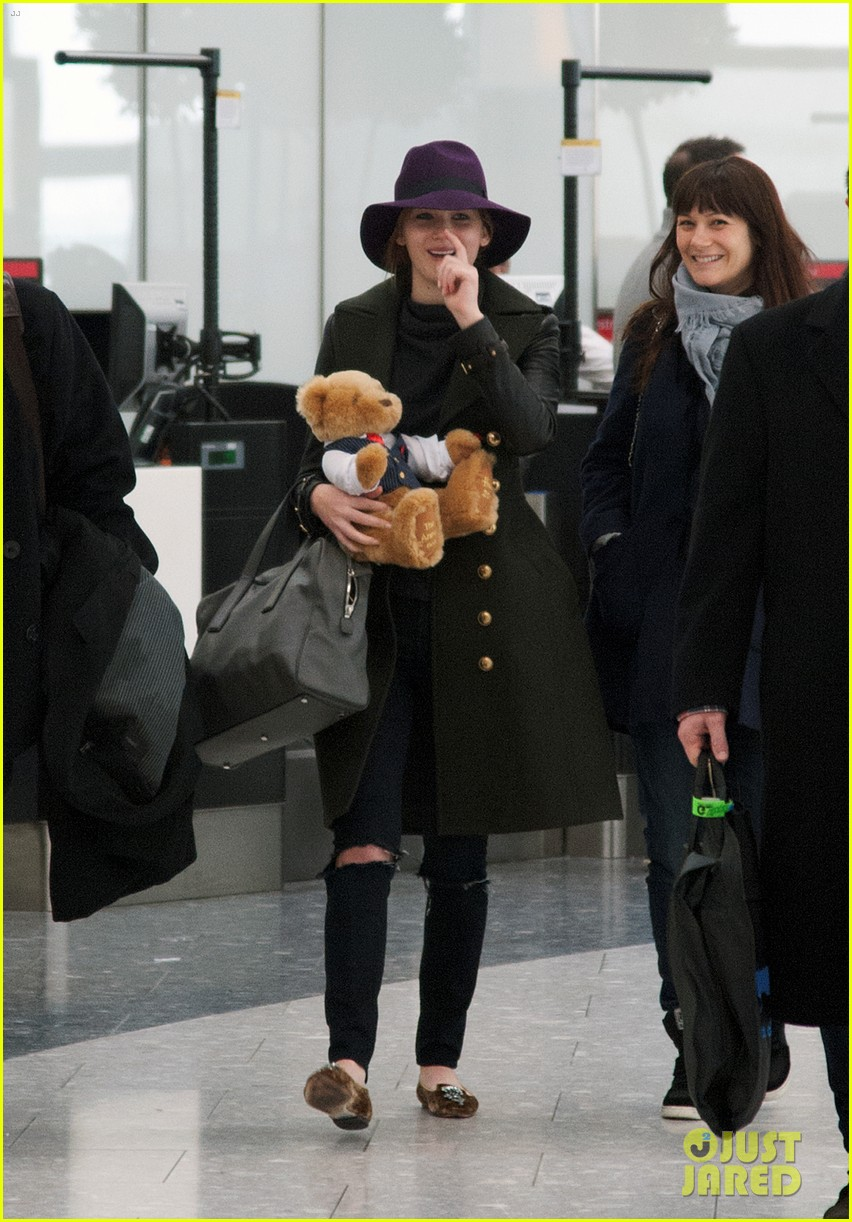 jennifer lawrence teddy bear departure in london 032809989