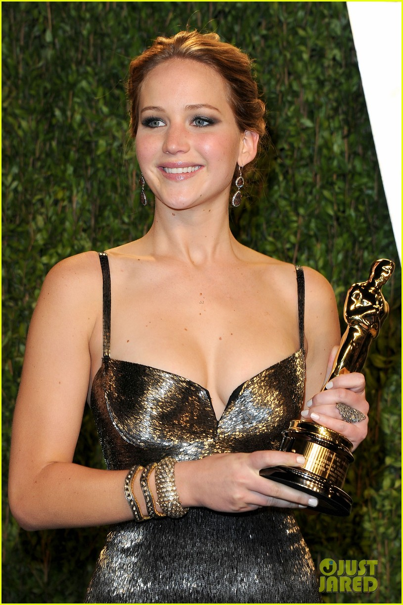 jennifer lawrence vanity fair oscars party 2013 02
