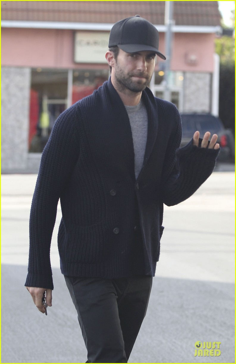 adam levine 7 hollywood shirtless feature 072808053