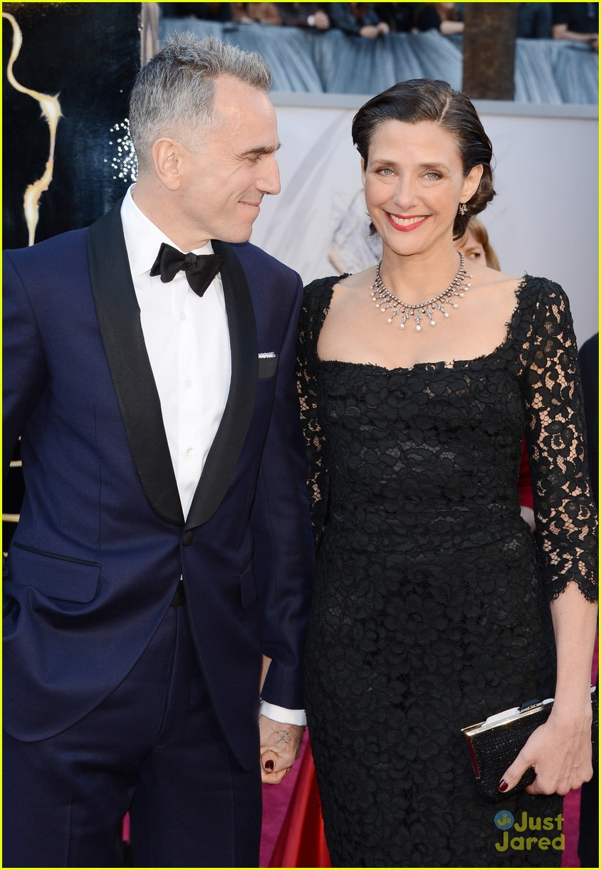 daniel day lewis oscars 2013 red carpet 102819204