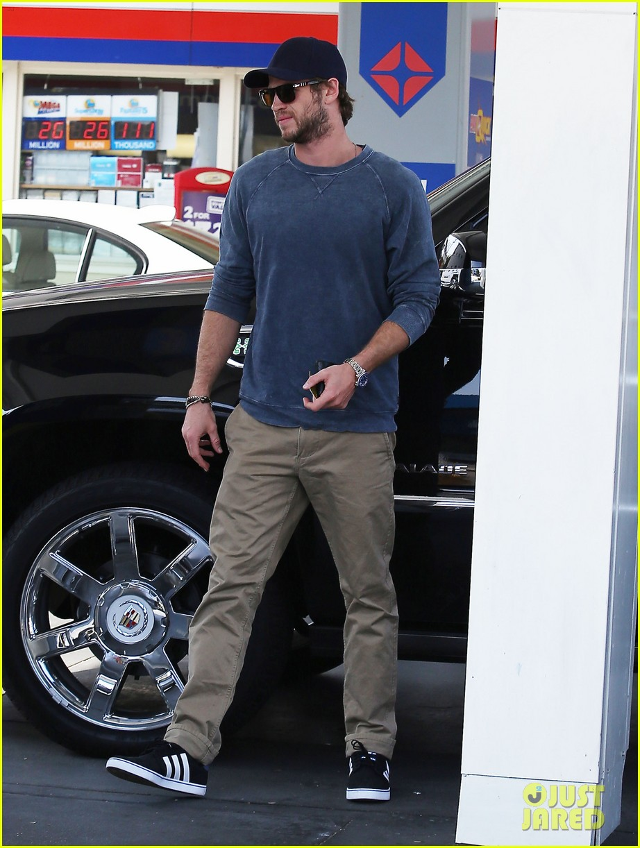 liam hemsworth lunch gas station stop 052815207
