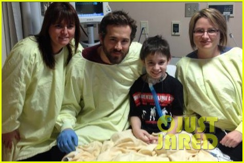 blake lively ryan reynolds visit sick children in hospital 082821860