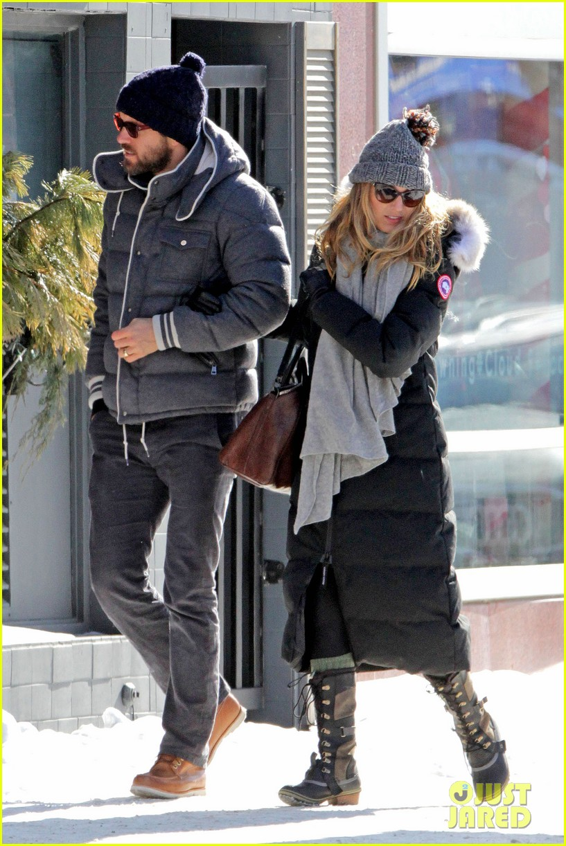 blake lively ryan reynolds snowy weekend in canada 25