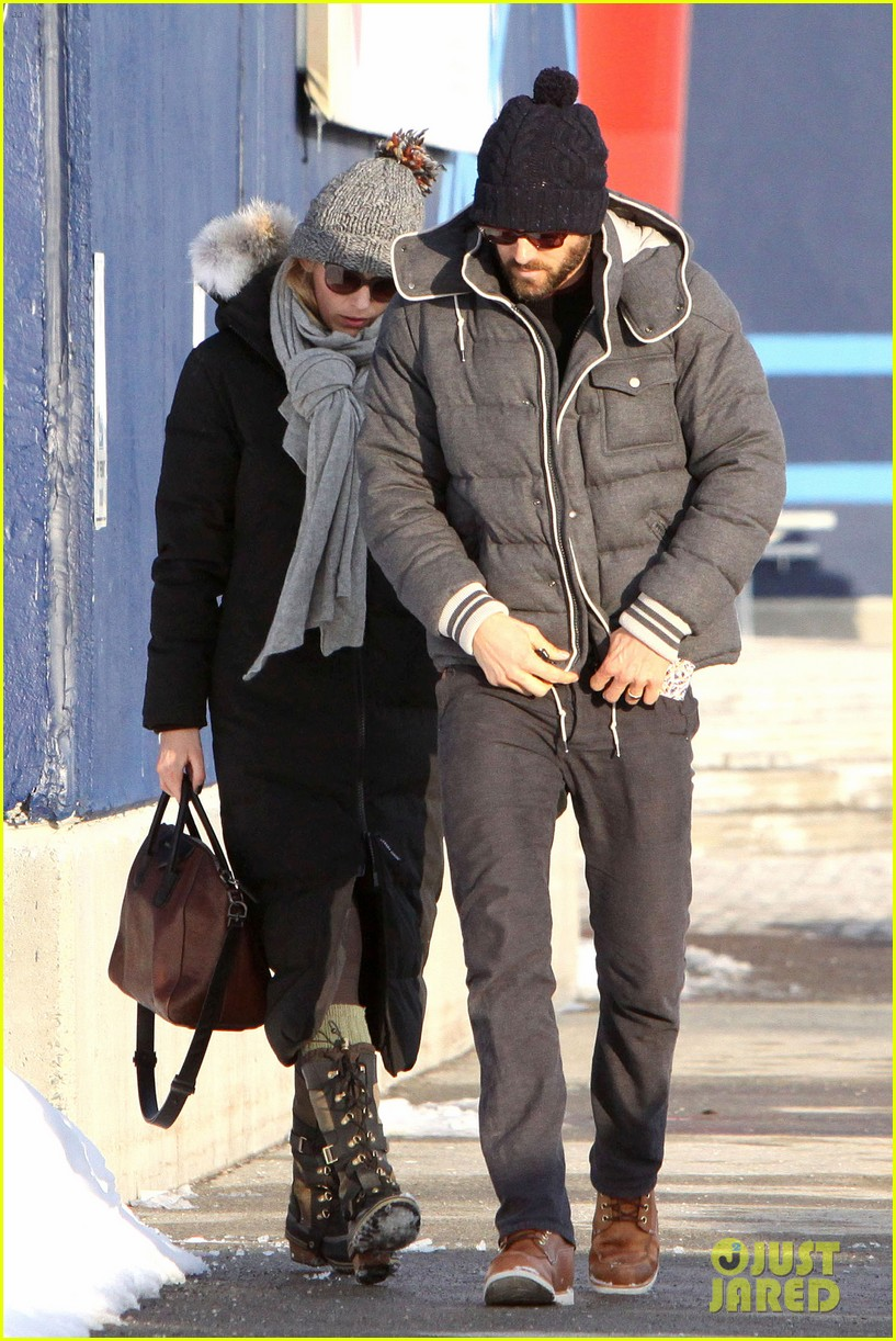 blake lively ryan reynolds snowy weekend in canada 28
