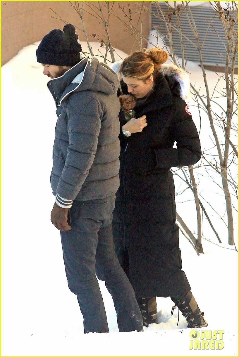 blake lively ryan reynolds snowy weekend in canada 33