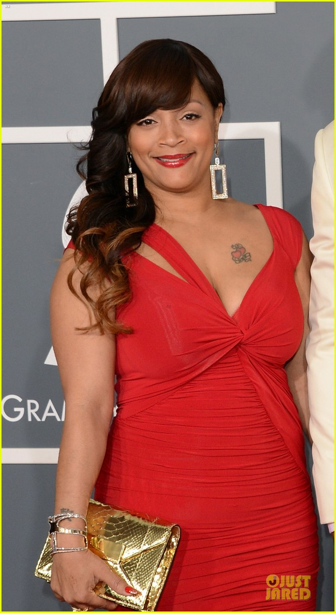 ll cool j 2013 grammys red carpet 032809241