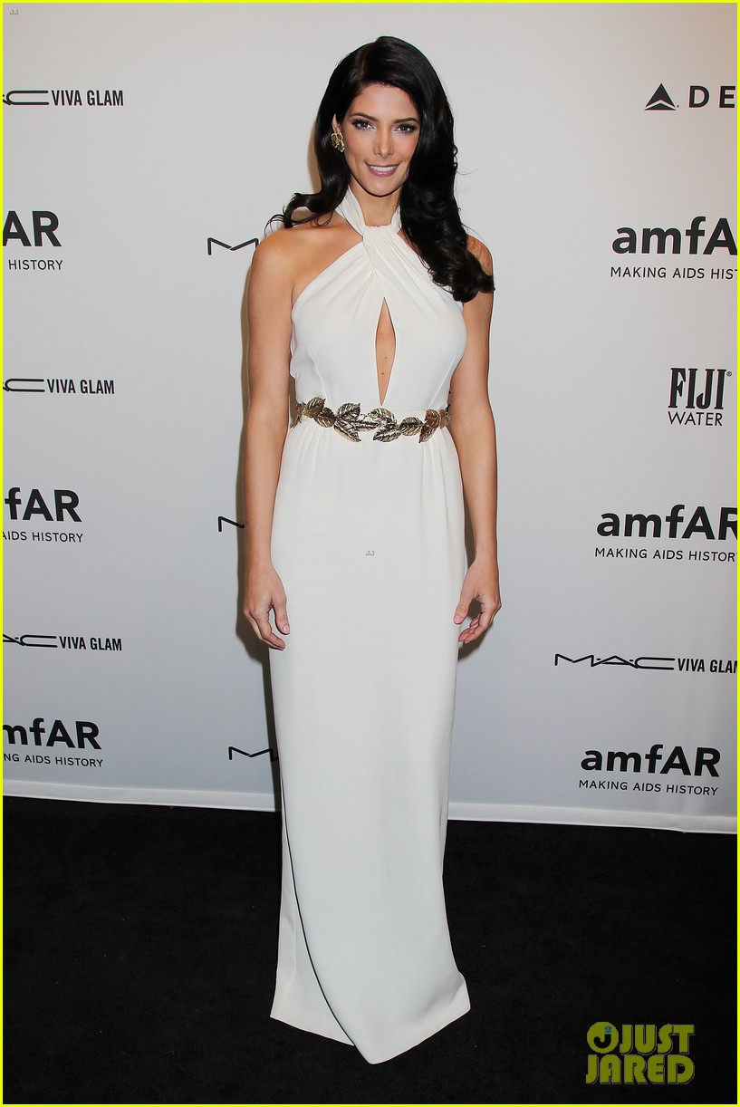 lindsay lohan ashley greene amfar new york gala 2013 052806066