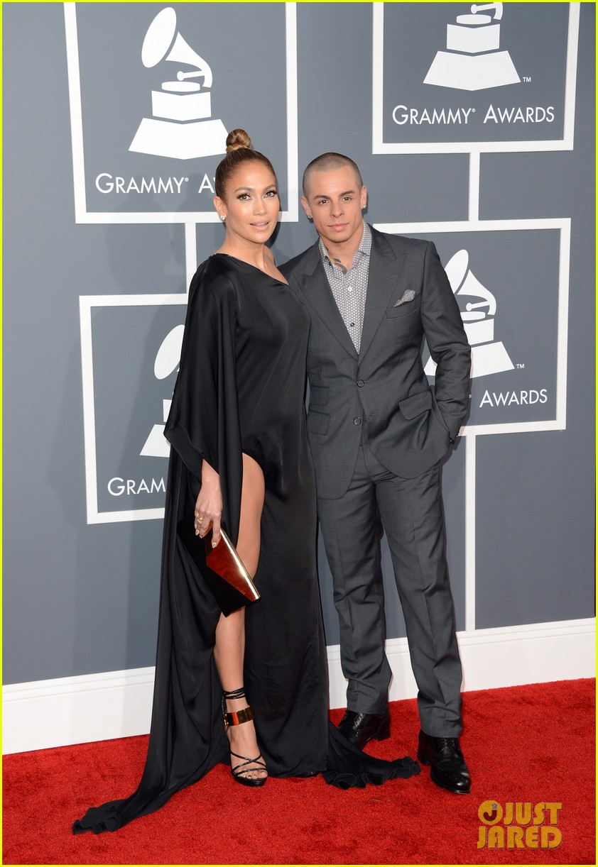 jennifer lopez grammys 2013 with casper smart 032809275