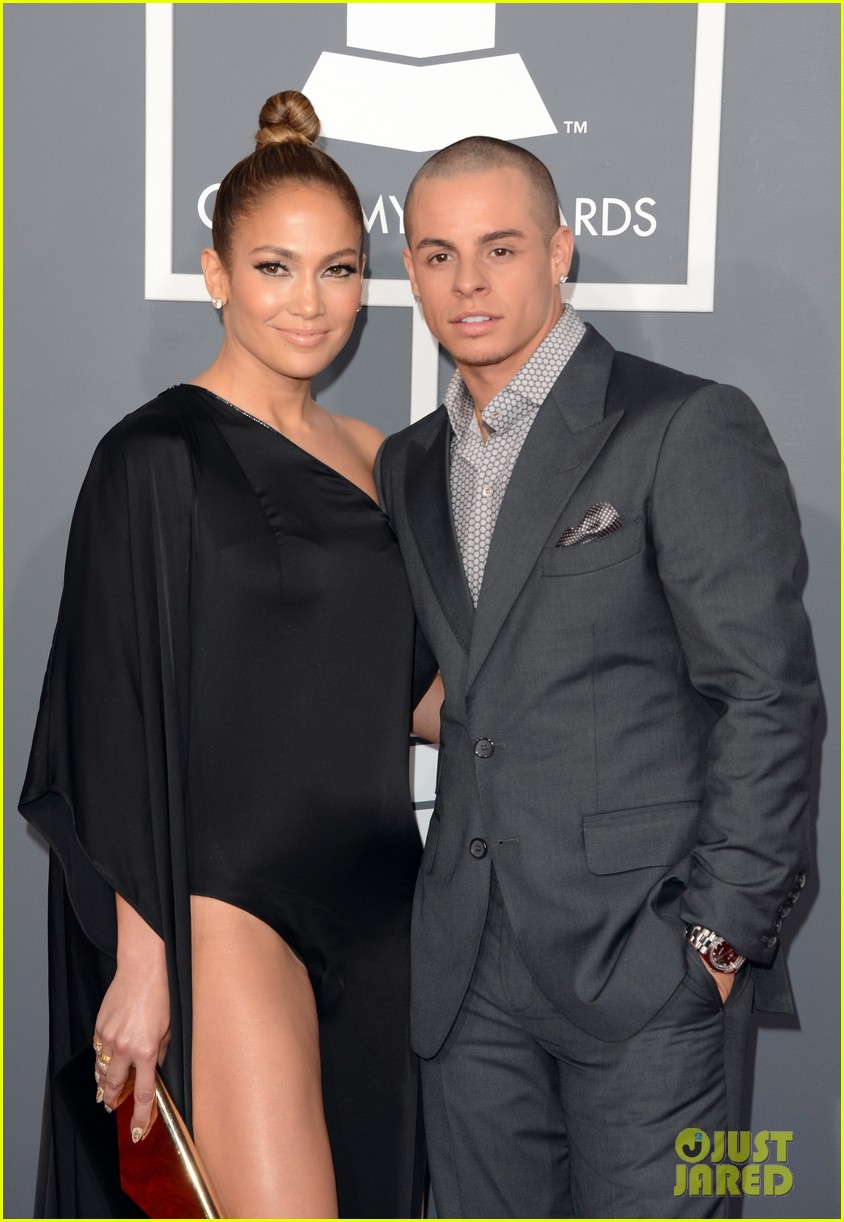 jennifer lopez grammys 2013 with casper smart 04