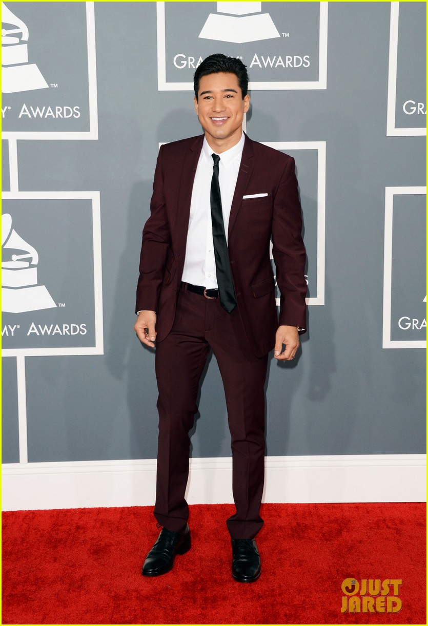 mario lopez maria menounos grammys 2013 red carpet 012809448
