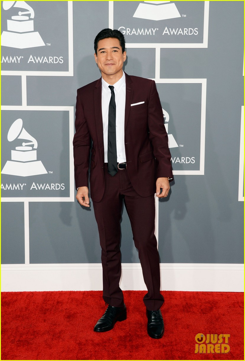 mario lopez maria menounos grammys 2013 red carpet 052809452