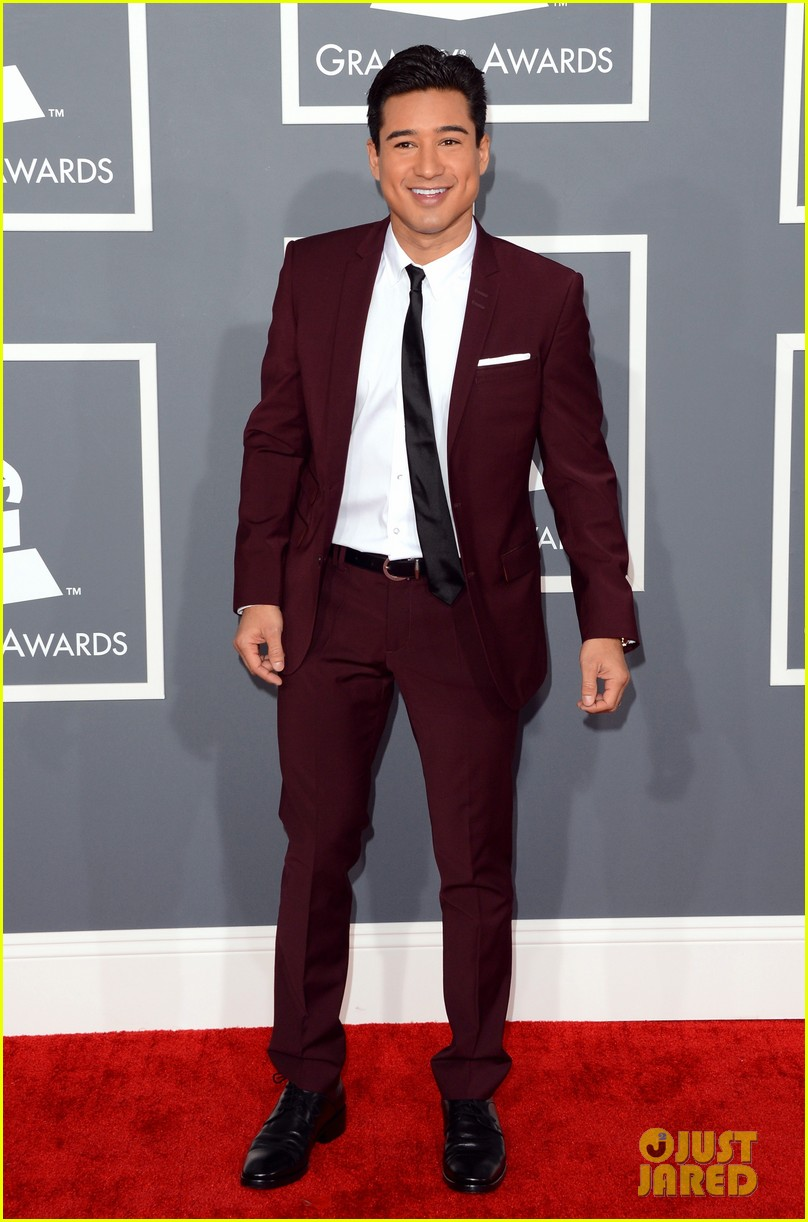 mario lopez maria menounos grammys 2013 red carpet 07