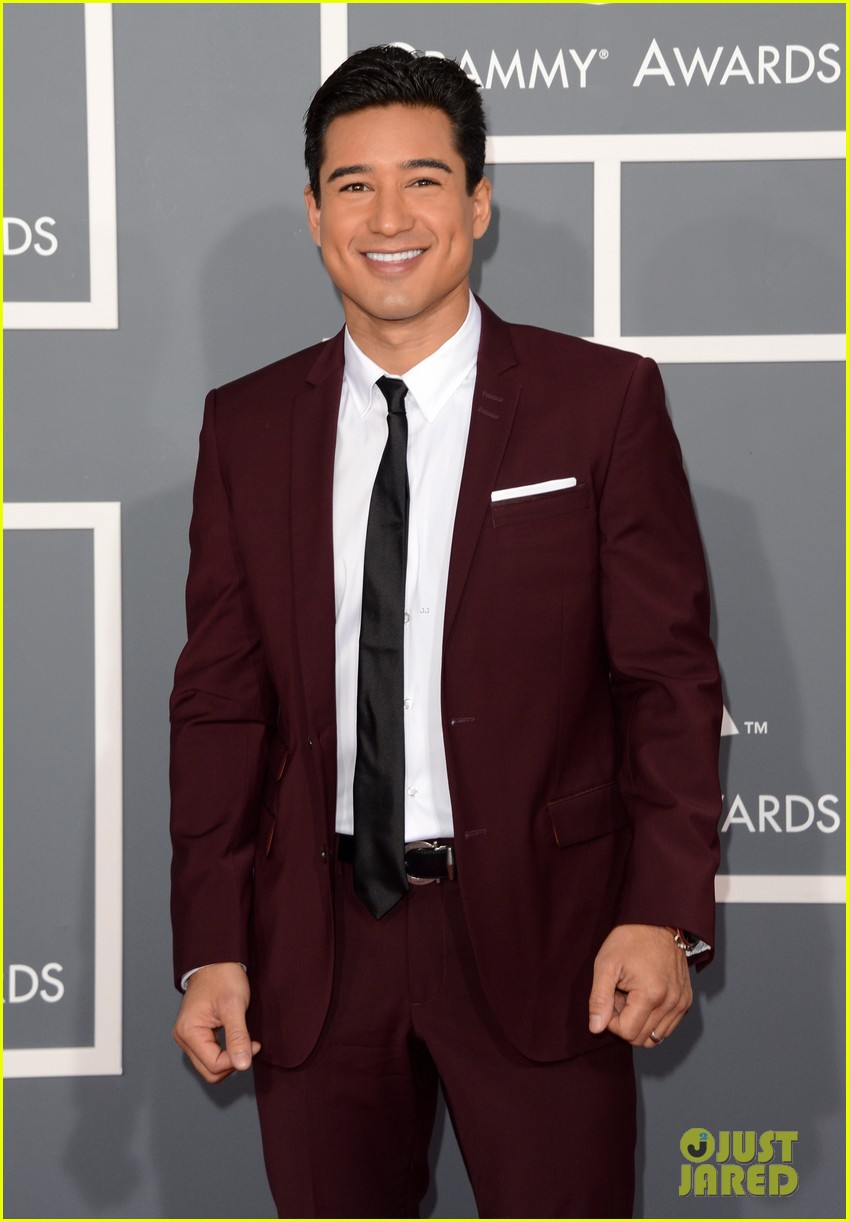 mario lopez maria menounos grammys 2013 red carpet 082809455