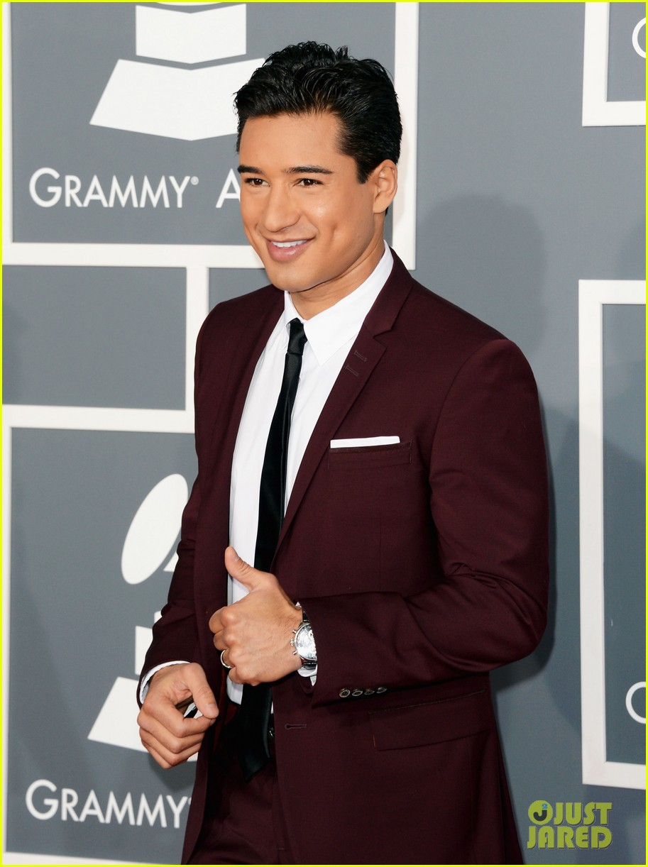 mario lopez maria menounos grammys 2013 red carpet 102809457