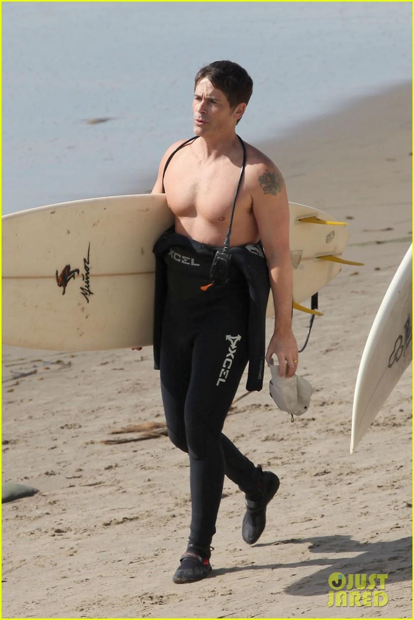 rob lowe shirtless super bowl sunday surfing 012804419