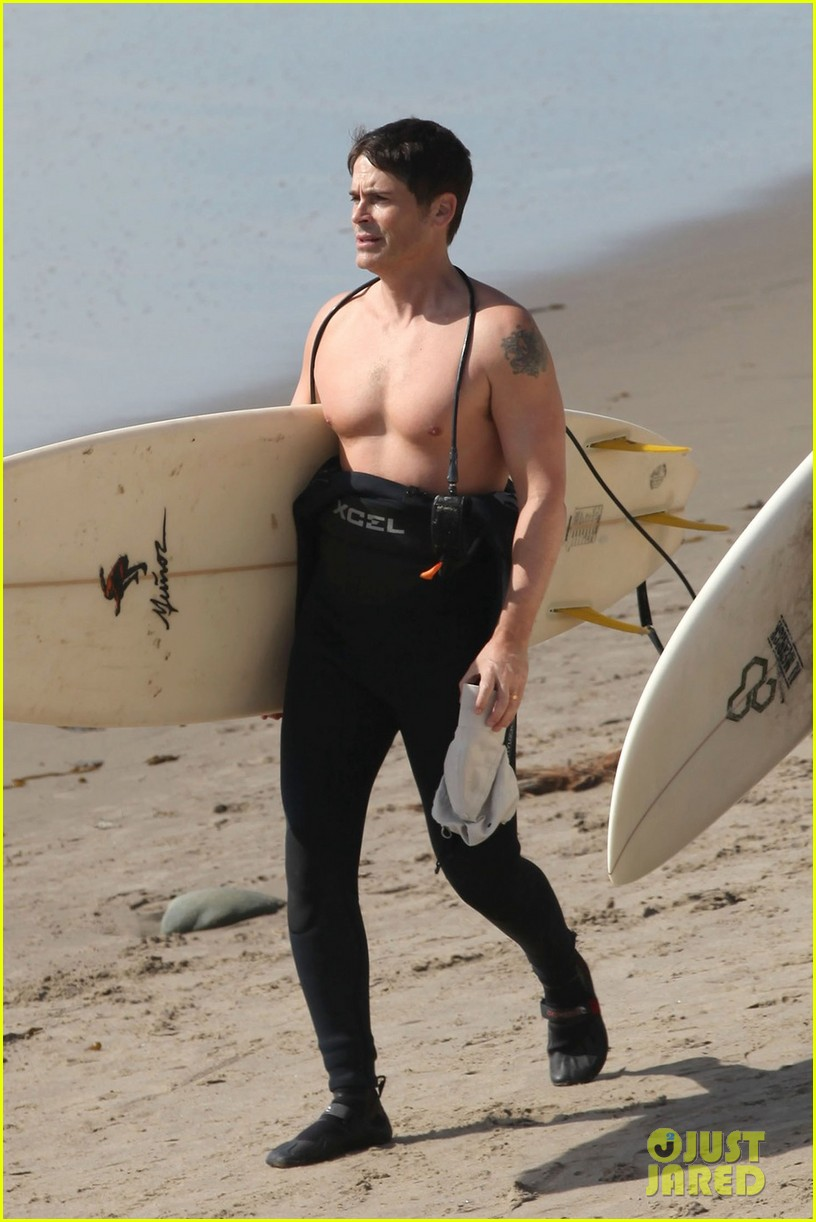 rob lowe shirtless super bowl sunday surfing 042804422