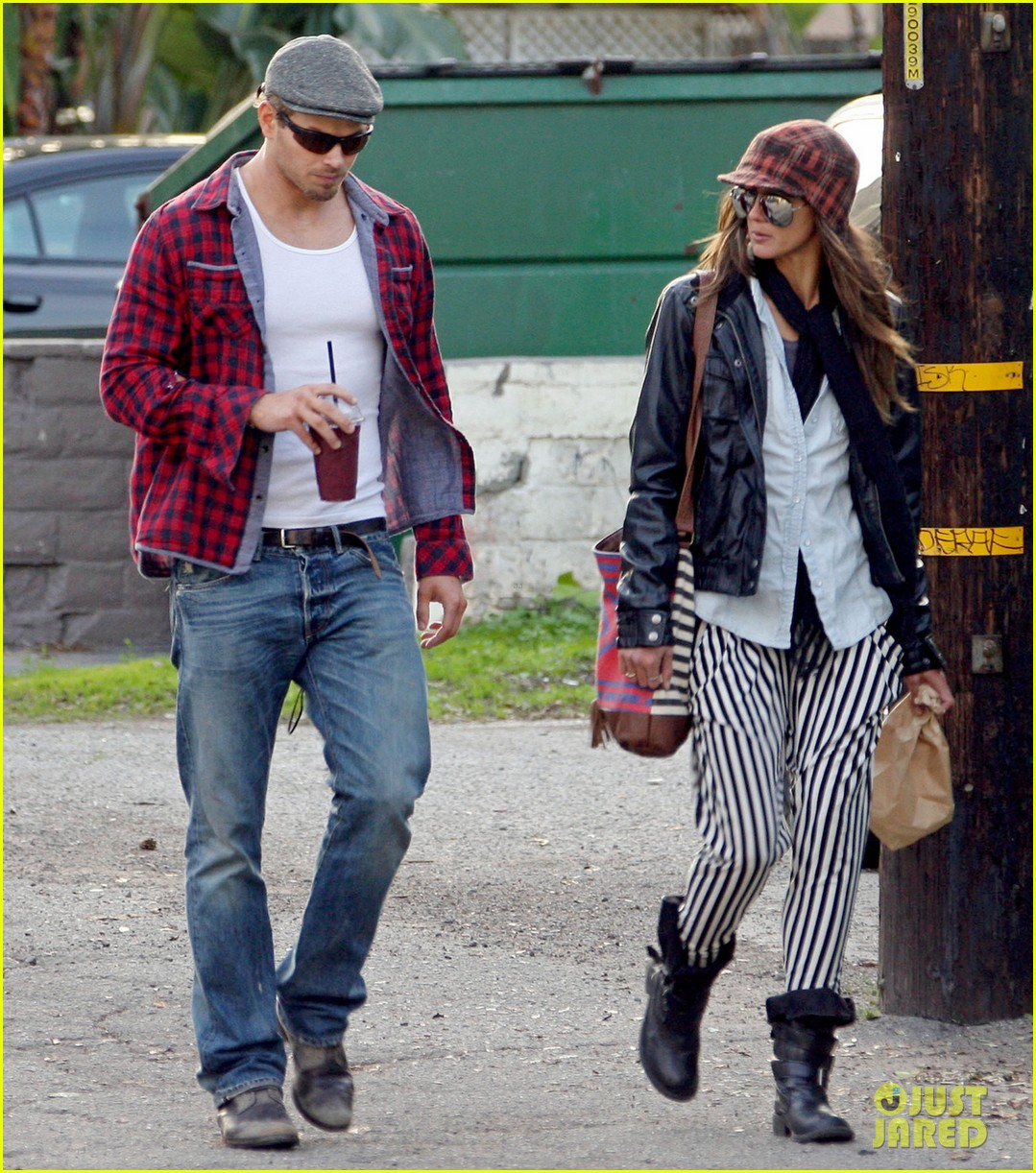 kellan lutz sharni vinson snacks smoothies 05