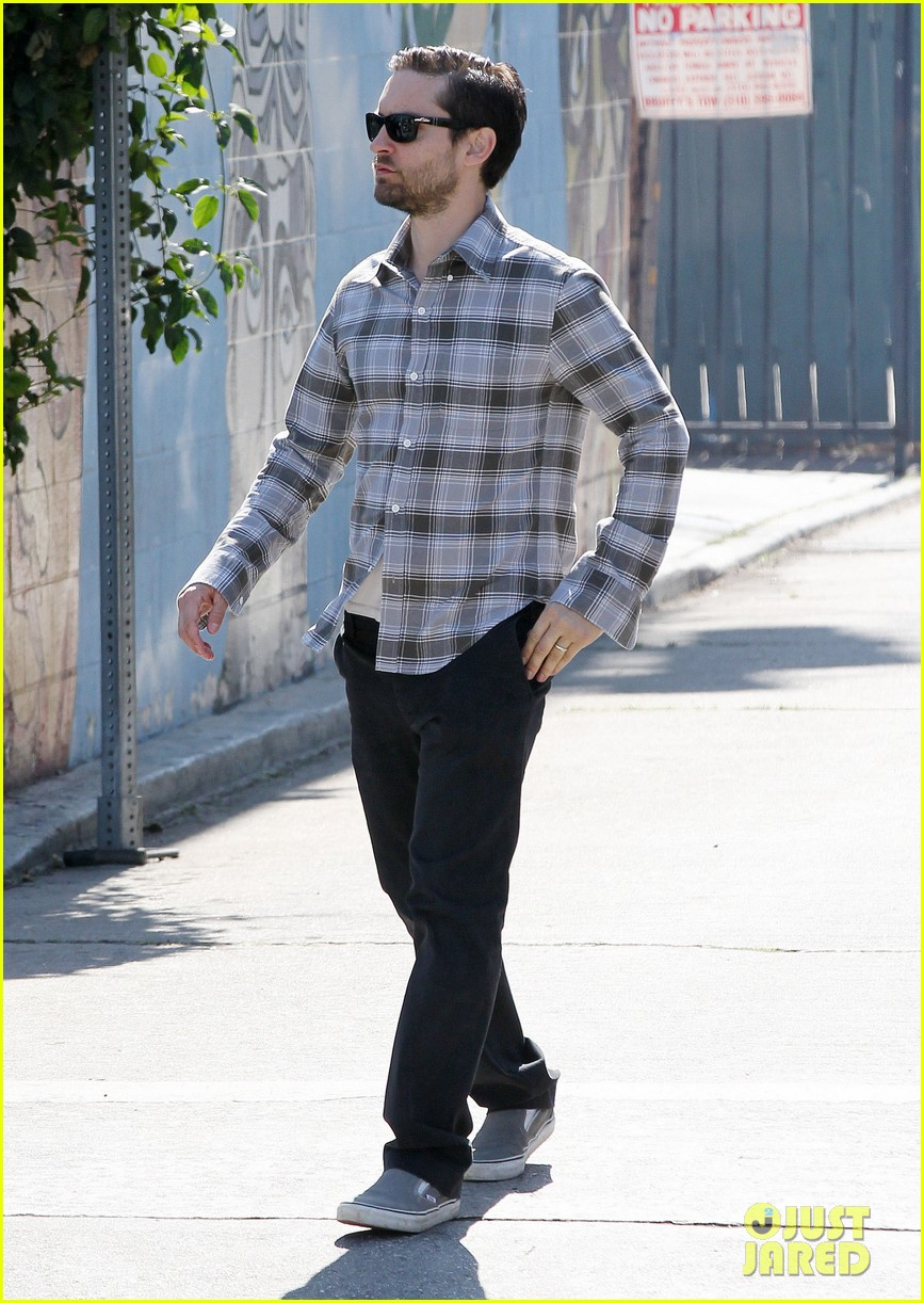 tobey maguire brunch with the family 01