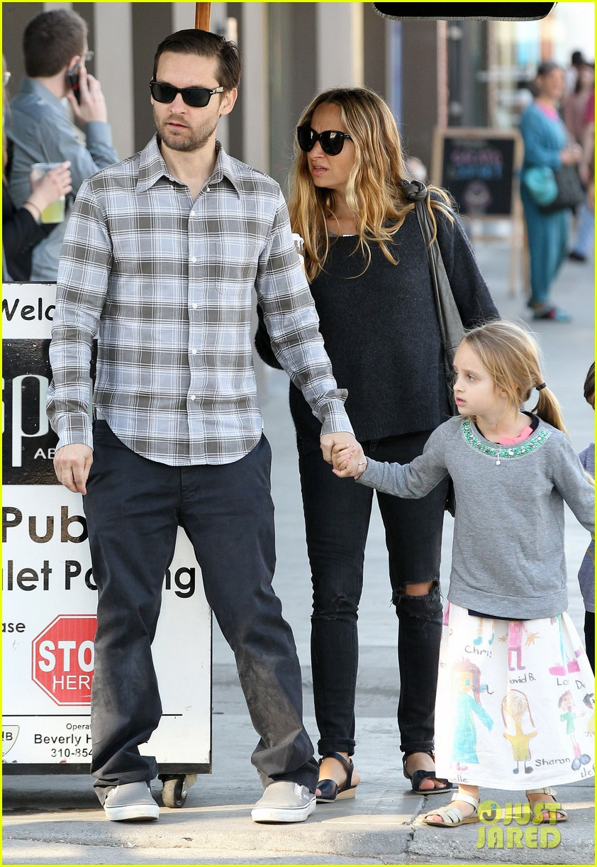 tobey maguire brunch with the family 042814439