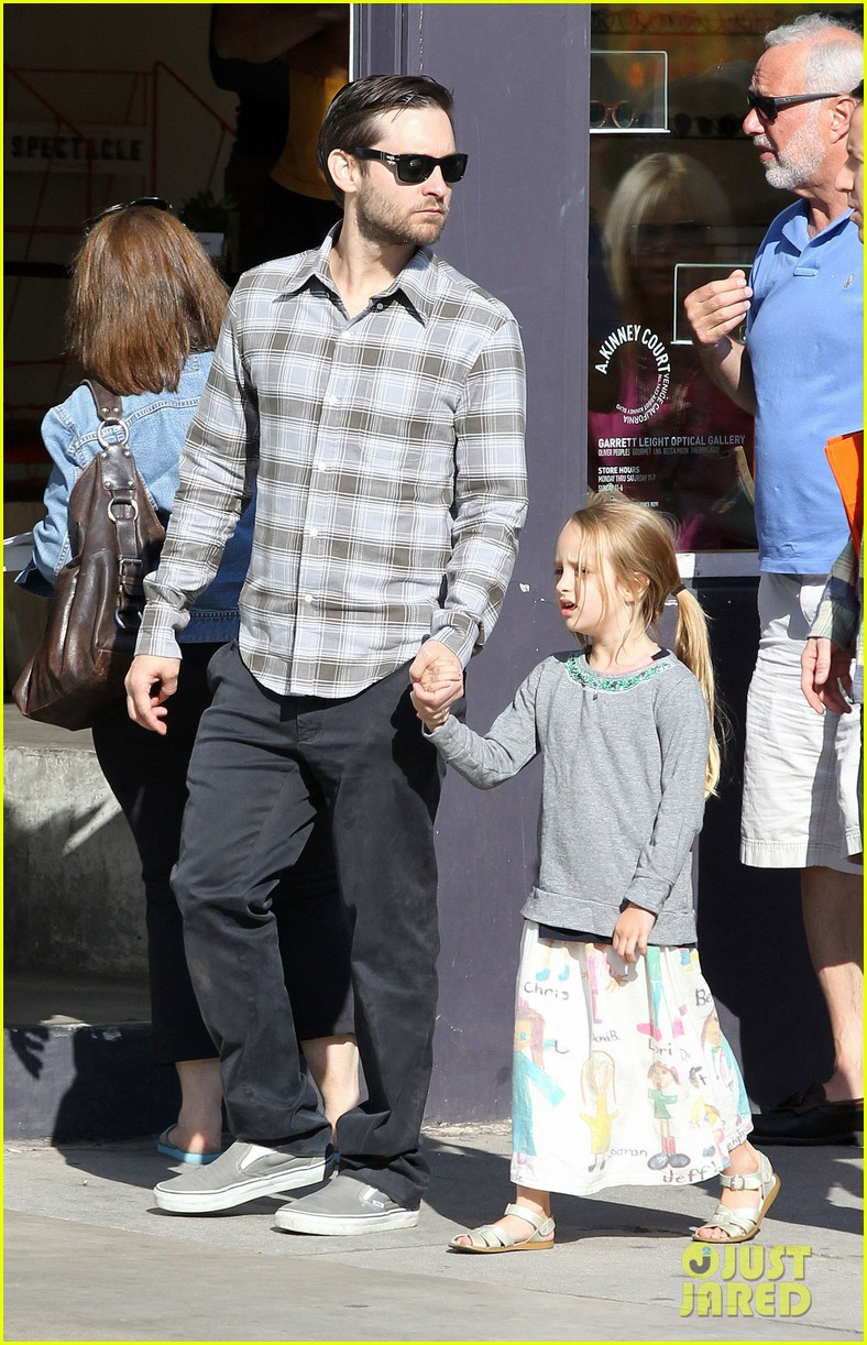 tobey maguire brunch with the family 152814450