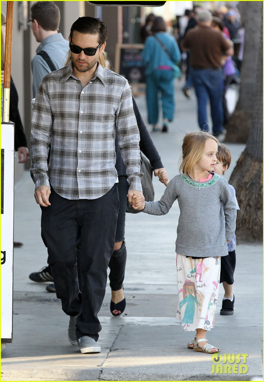 tobey maguire brunch with the family 232814458