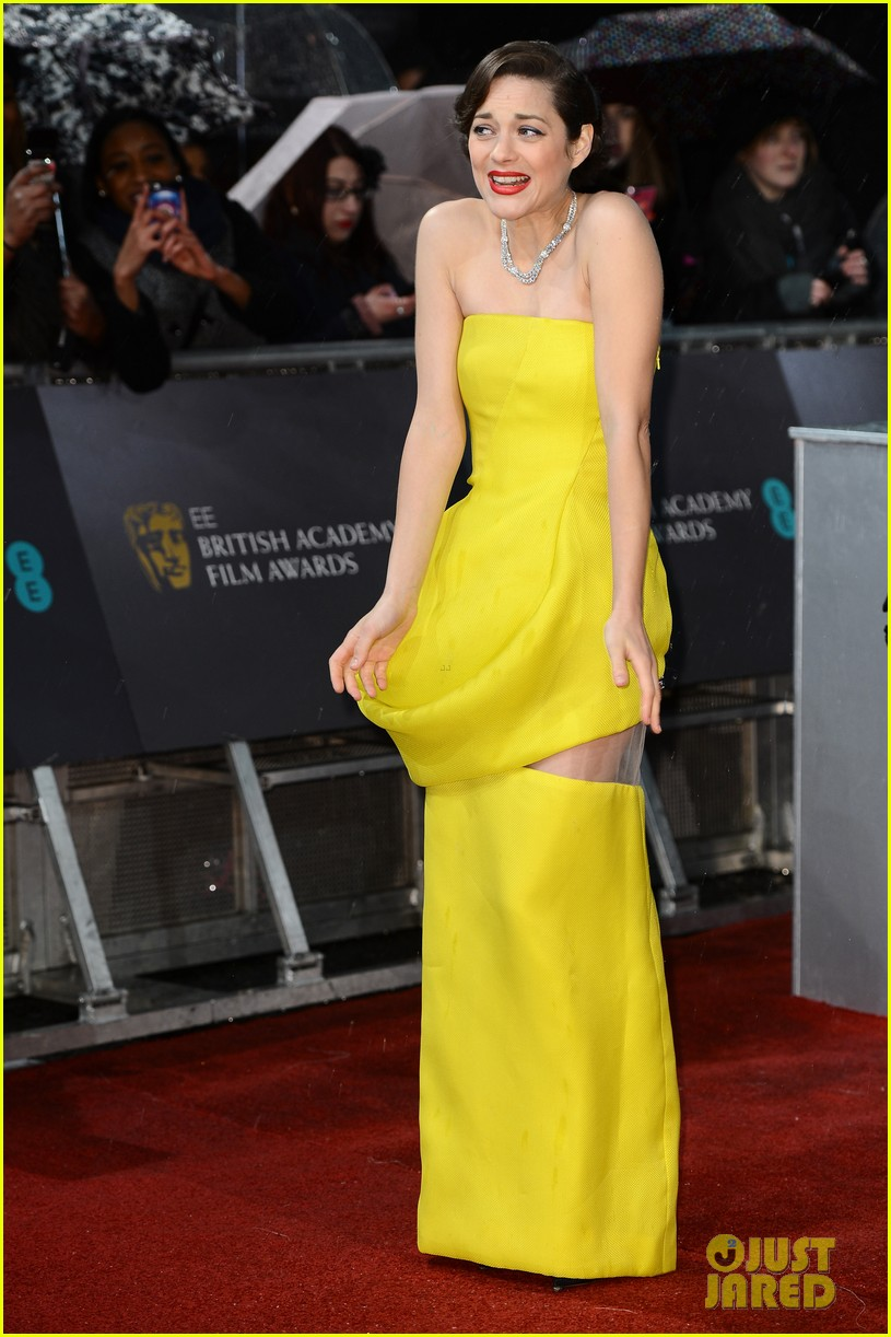 marion cotillard baftas 2013 red carpet 01