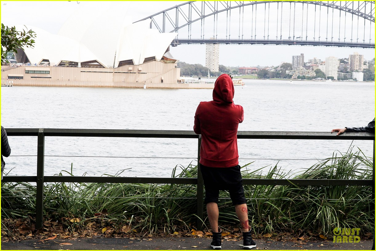 ricky martin australian sightseeing at the harbour bridge 15