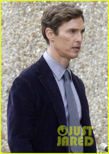 matthew mcconaughey true detectives set break 042808716