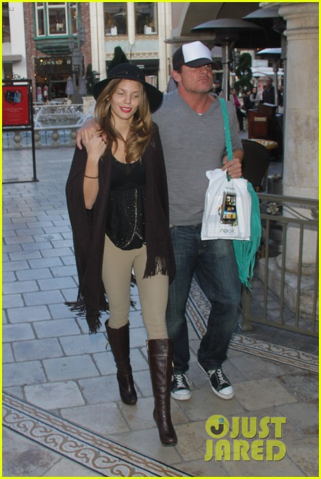 annalynne mccord dominic purcell the grove couple 052808722