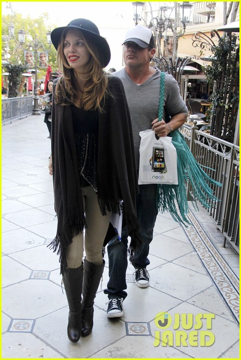 annalynne mccord dominic purcell the grove couple 082808725