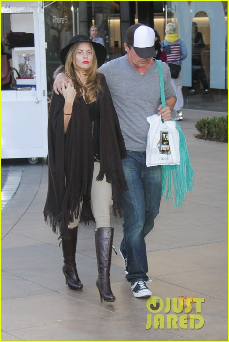 annalynne mccord dominic purcell the grove couple 122808729