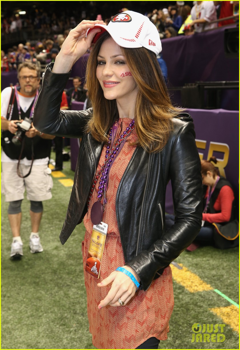 katharine mcphee 49ers pride at super bowl pre game show 02