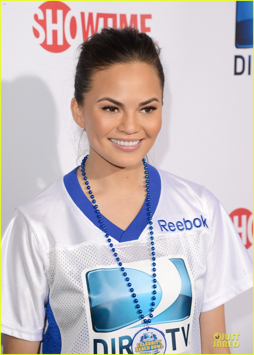 katharine mcphee chrissy teigen celebrity beach bowl gals 042803223