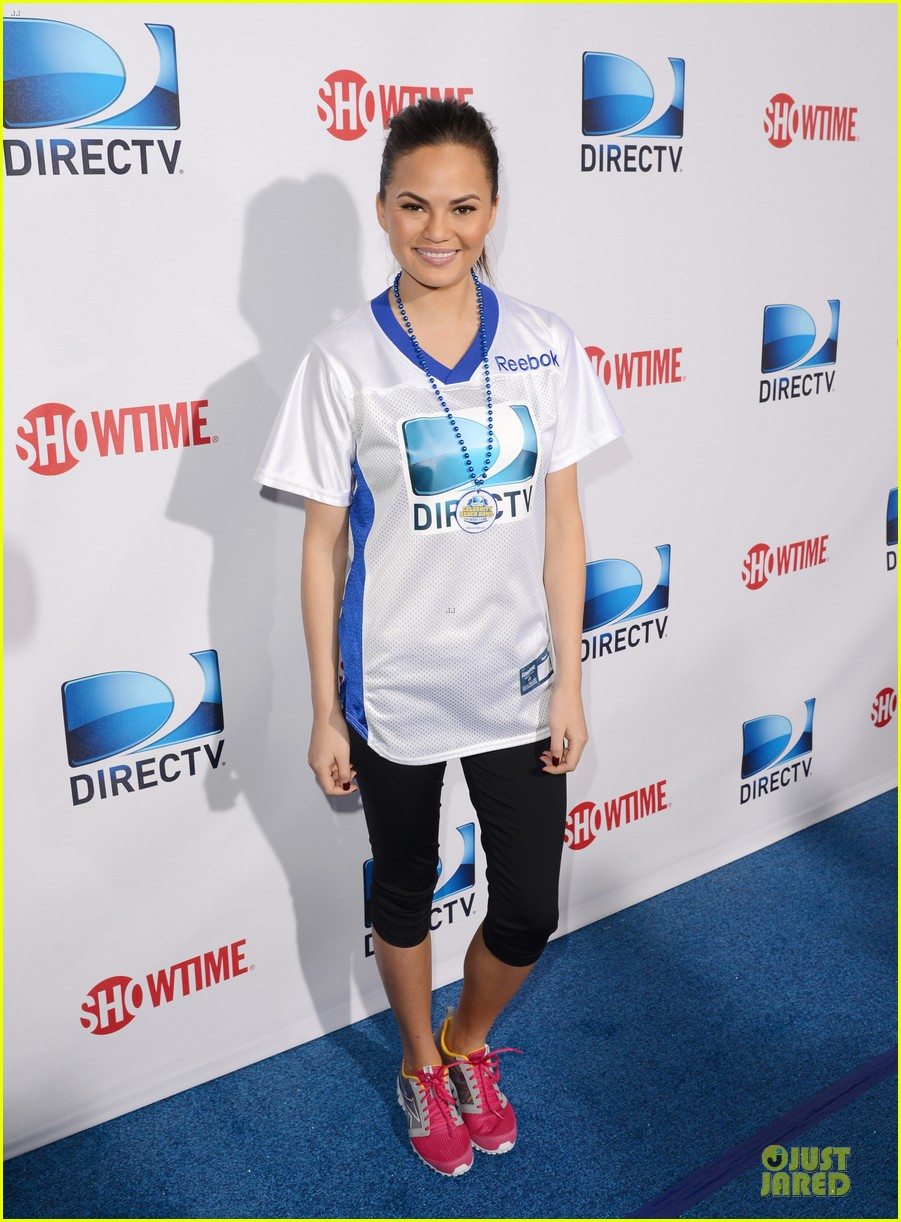 katharine mcphee chrissy teigen celebrity beach bowl gals 082803227