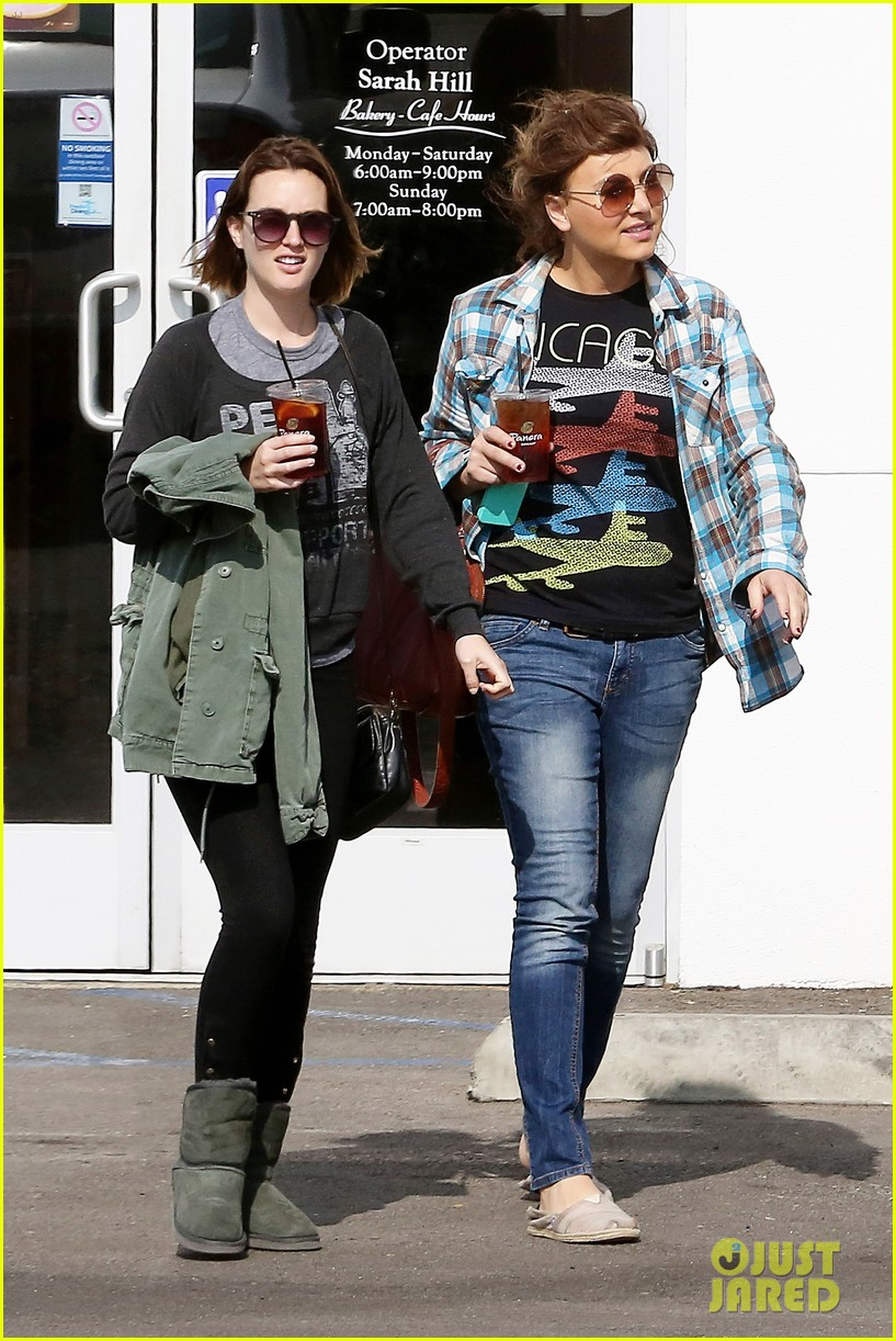 leighton meester lunches after night with adam brody 01