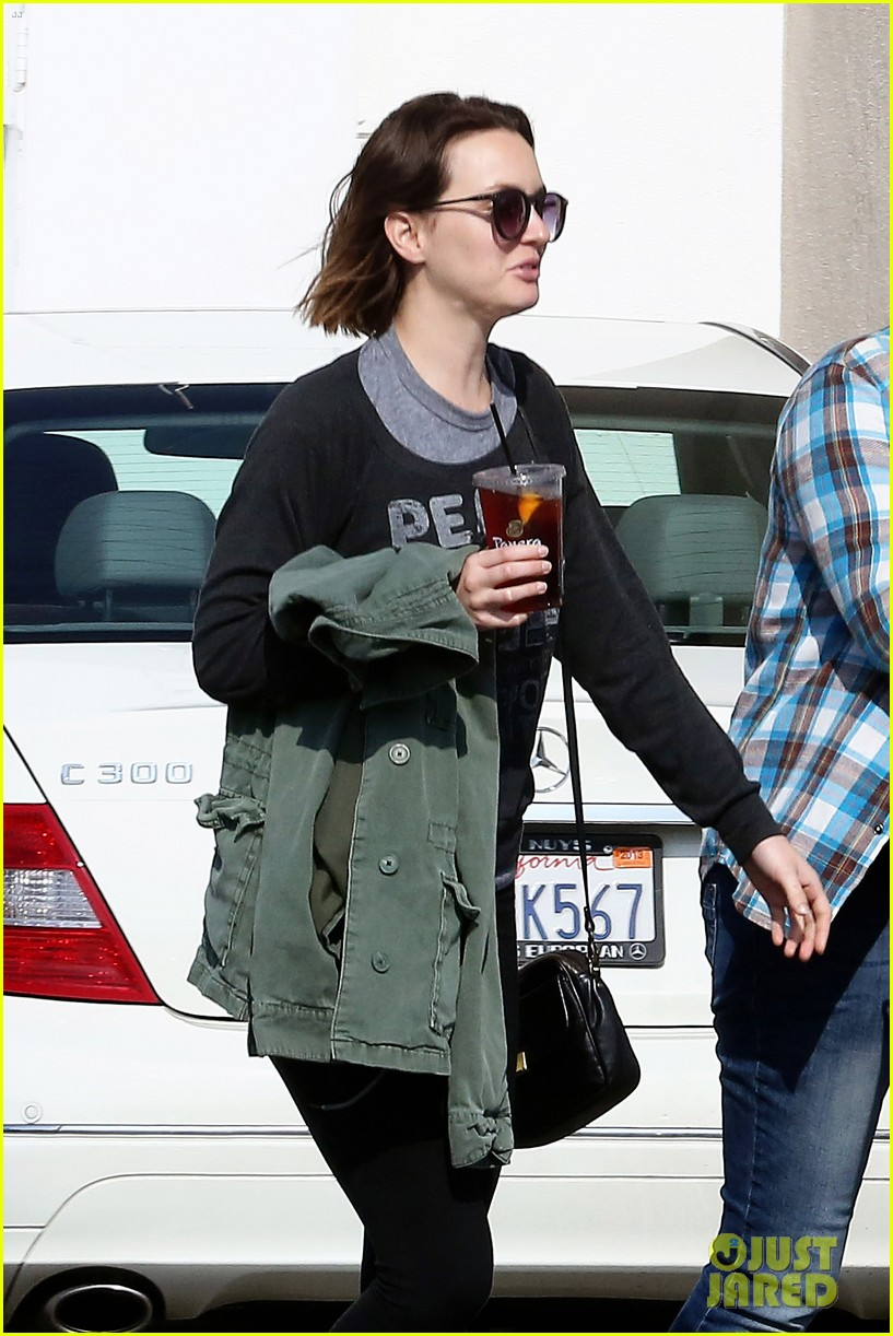 leighton meester lunches after night with adam brody 022805949