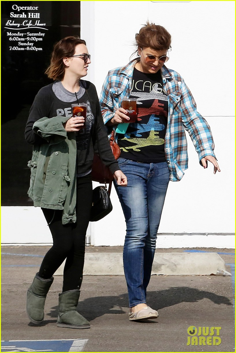 leighton meester lunches after night with adam brody 032805950
